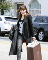 Sophia-Bush-Shopping-02.png