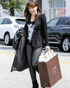 Sophia-Bush-Shopping-03.png