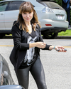 Sophia-Bush-Shopping-06.png