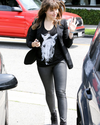 Sophia-Bush-Shopping-07.png