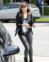 Sophia-Bush-Shopping-08.png