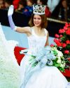 Sophia-Bush-111th-Tournament-of-Roses-Parade-004.jpg