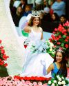 Sophia-Bush-111th-Tournament-of-Roses-Parade-005.jpg