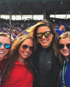 2015-04-18-Sophia-Bush-Match-de-Baseball-Wrigley-Field-Chicago_carolinekeehn.png