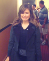 Sophia-Bush-Chicago-PD-Tourange-punaise-hotel.png
