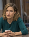 Sophia-Bush-Law-and-Order-SVU-17x14-Nationwide-Manhunt_002.png