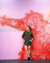 25-Octobre-2014-Sophia-Bush-Exposition-David-Bowie.png