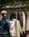 10-Mai-2016-Sophia-Bush-Cleaning-Out-Her-Closet-for-charity_002.png