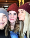 17-Decembre-2016-Sophia-Bush-and-friends.png