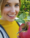 22-Octobre-2016-Sophia-Bush-Apple-Picking.png