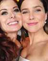 06-Octobre-2017-Sophia-Bush-and-Debra-Messing.png