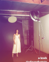10-Juin-2017-Sophia-Bush-photoshoot-behind-the-scenes_003.png