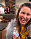 21-Novembre-2017-Sophia-Bush-on-set-of-Will-and-Grace_005.png