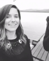 23-Aout-2017-Sophia-Bush-in-Alaska_005.png