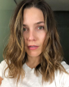 01-Mai-2018-Sophia-Bush-hair.png