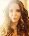 12-Juin-2018-Sophia-Bush-MakeUp-Hair.png