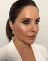 15-Septembre-2018-Sophia-Bush-getting-ready_002.png