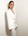 15-Septembre-2018-Sophia-Bush-getting-ready_005.png