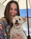 22-Avril-2018-Sophia-Bush-and-a-dog.png