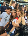 12-Aout-2015-Sophia-Bush-Chicago-White-Sox-Game_009.png