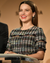 14-Decembre-2016-Sophia-Bush-SAG-Awards-nominations_002.png