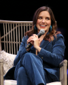Sophia-Bush-at-the-Chicago-HelloSunshinexTogetherLive_005.png